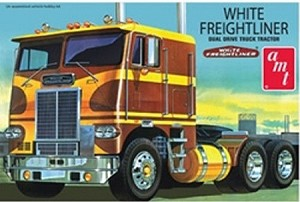 AMT Models 620 1/25 White Freightliner® Dual Drive Cabover Tractor